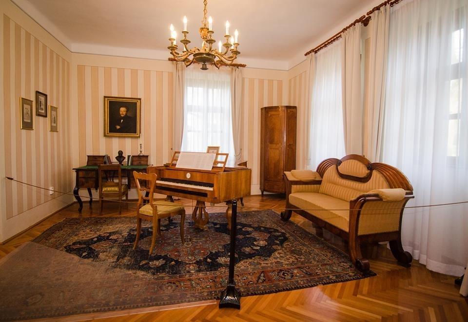 V r smarty mih ly eml km zeum programturizmus - Biedermeier wohnzimmer ...